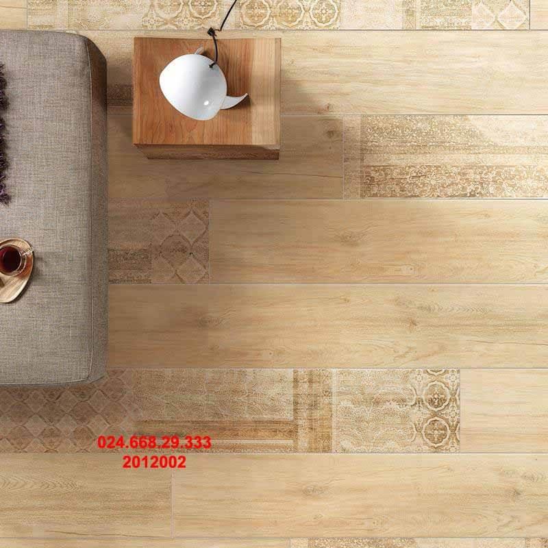 gạch sàn gỗ 20x120 mã 2012002 chụp phòng khách chiều thẳng đứng