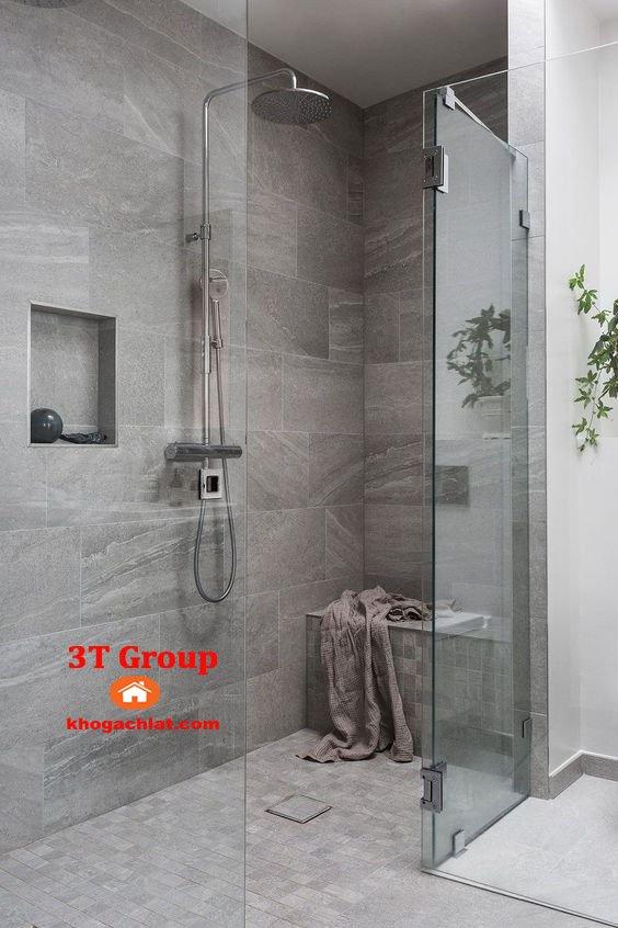 Ốp tường phòng tắm bằng gạch 30x60 men khô giả đá