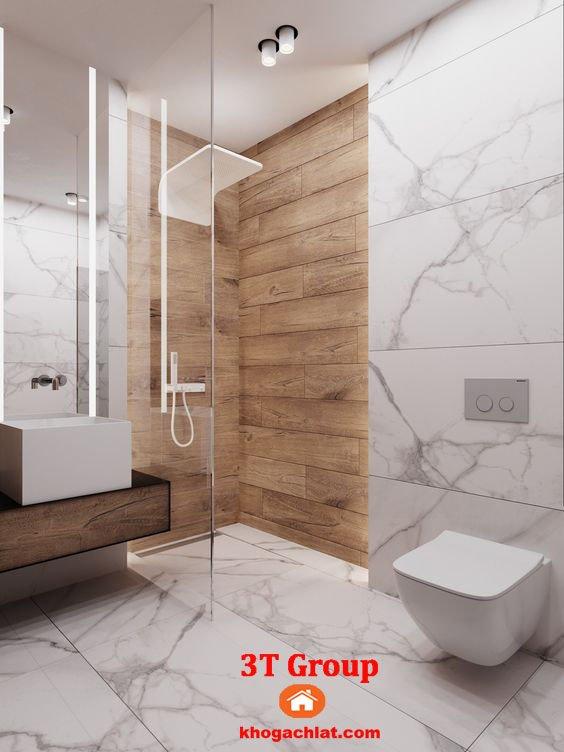 Ốp tường phòng tắm bằng gạch 60x120 trắng khói kết hợp gạch giả gỗ
